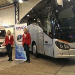 De Luxe autobusas ir mikroautobusas